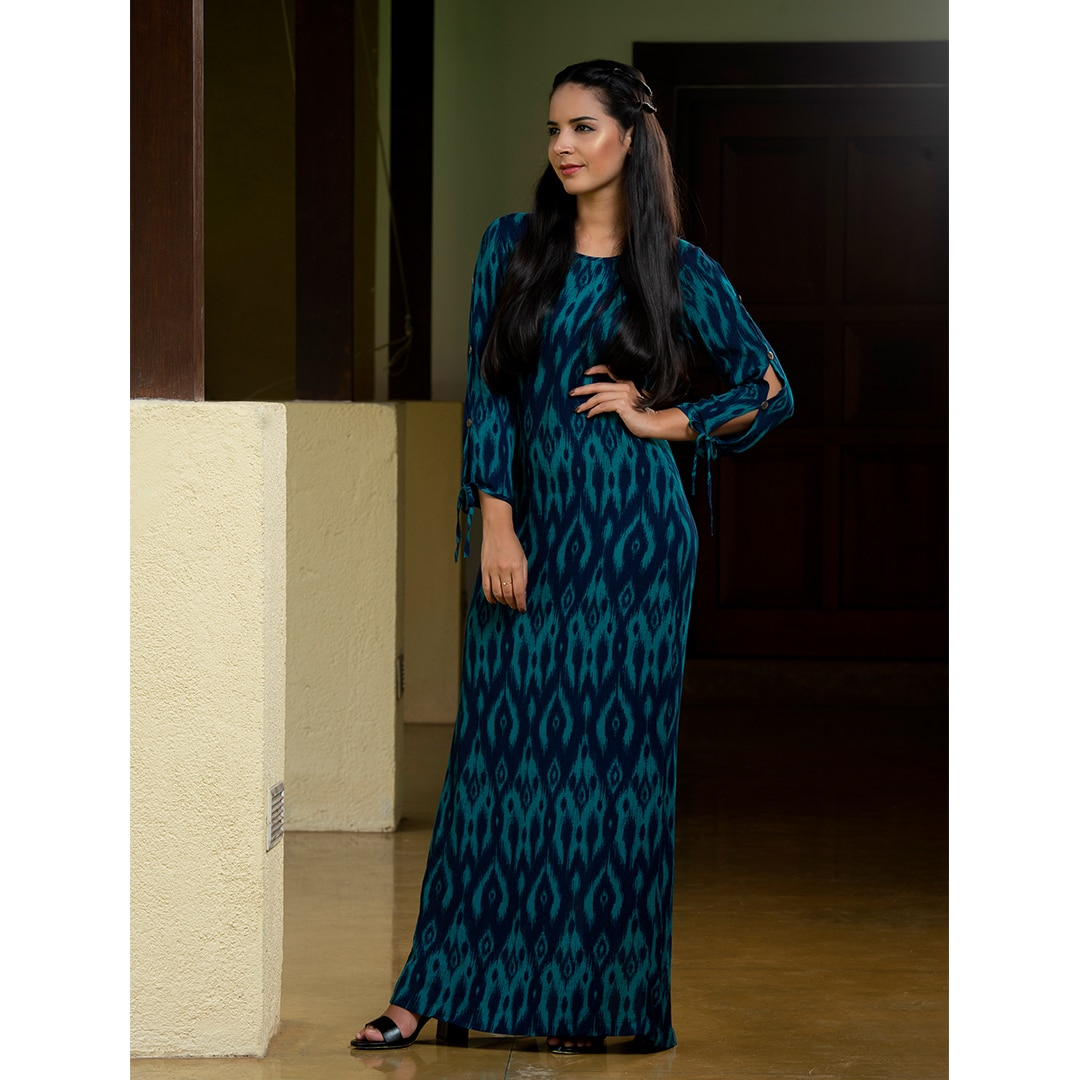 60e193f938 UP 2594 - Maxi dress with long slit sleeves